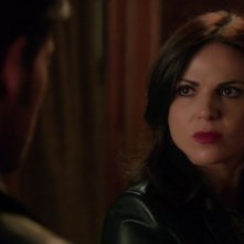 C'era una volta: l'attrice Lana Parrilla è Regina in The Dark Swan