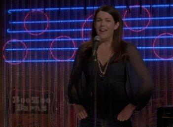 Una mamma per amica: l'attrice Lauren Graham nella puntata Serenata