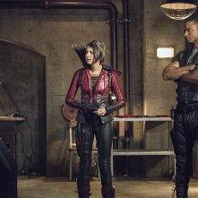 Arrow: Willa Holland tra Stephen Amell e David Ramsey