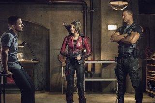 Arrow: Willa Holland tra Stephen Amell e David Ramsey