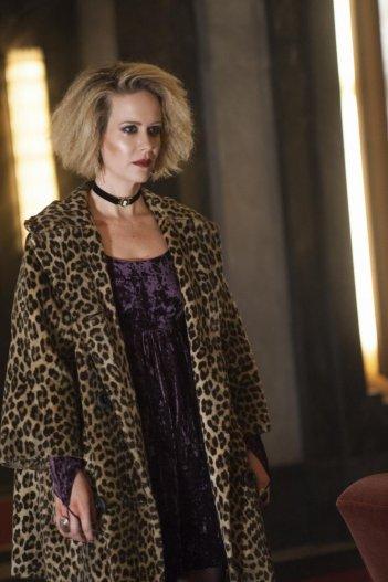 American Horror Story: Hotel - Sarah Paulson in un'immagine promozionale della serie