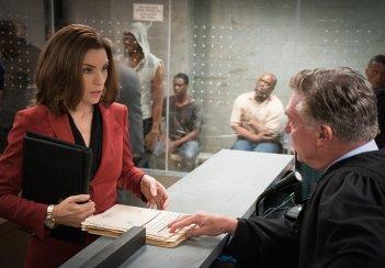 The Good Wife: Julianna Margulies in un'immagine tratta dall'episodio Bond