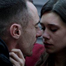 Alaska: Elio Germano e Astrid Berges-Frisbey in una scena del film