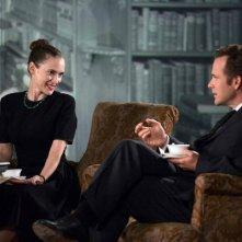 Experimenter: Peter Sarsgaard e Winona Ryder in una scena del film di Michael Almereyda