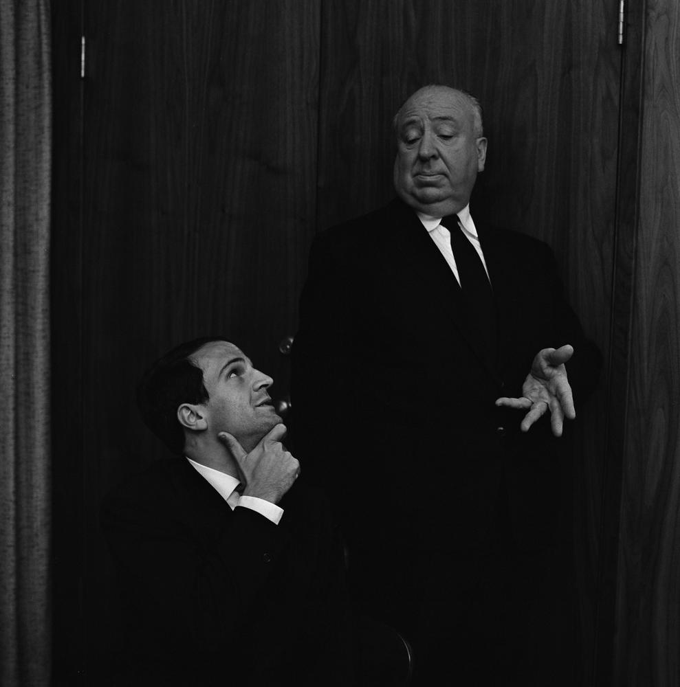 Hitchcock/Truffaut: un'immagine che ritrae i due grandi registi Alfred Hitchcock e François Truffaut