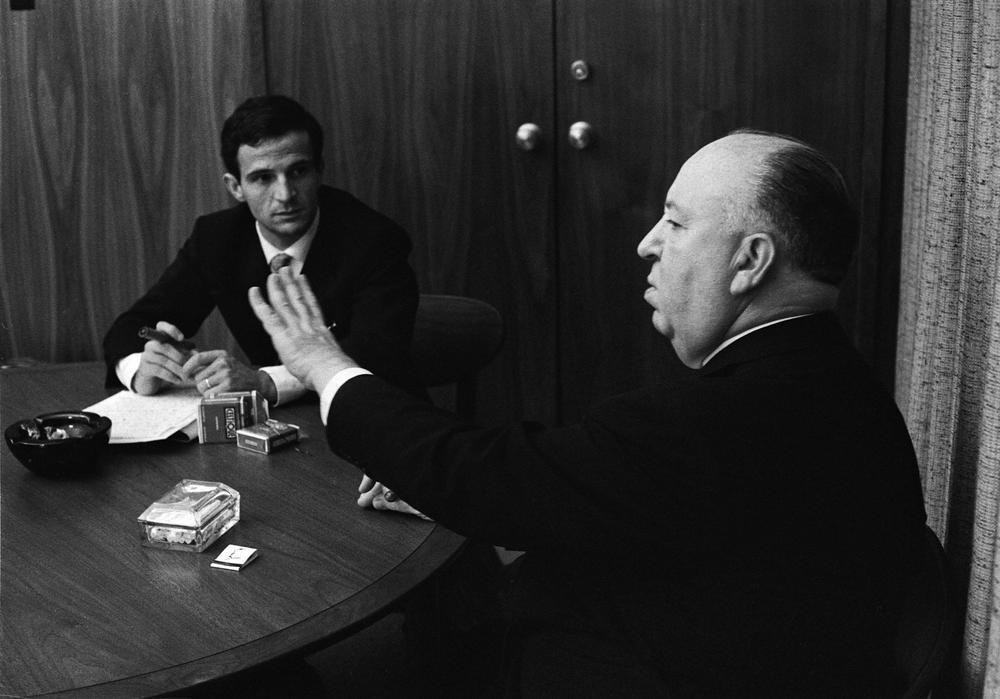Hitchcock/Truffaut: Alfred Hitchcock e François Truffaut in una famosa immagine che li ritrae durante uno dei loro incontri