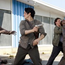 The Walking Dead: gli attori Steven Yeun e Michael Traynor nell'episodio Come la prima volta