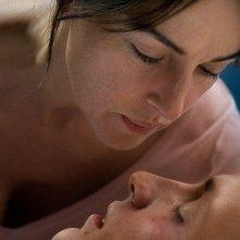 Ville-Marie: un momento di intimità tra Aliocha Schneider e Monica Bellucci