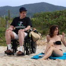 Rio, eu te amo: Emily Mortimer e Basil Hoffman in una scena dell'episodio diretto da Paolo Sorrentino