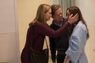 Room: Joan Allen, William H. Macy e Brie Larson in una scena del film