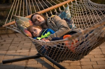 Room: Jacob Tremblay e Brie Larson in una scena del film