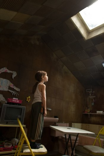 Room: Jacob Tremblay in un momento del film