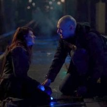 The Strain: Mia Maestro e Corey Stoll in una scena dell'episodio Fallen Light