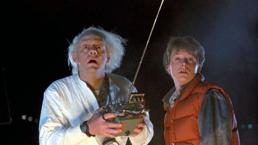 Ritorno al futuro: Christopher Lloyd e Michael J. Fox in una scena del film