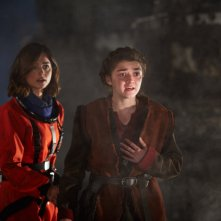 Doctor Who: le attrici Jenna Coleman e Maisie Williams nella puntata The Girl Who Died