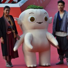 Roma 2015: il personaggio di Monster Hunt posa sul red carpet