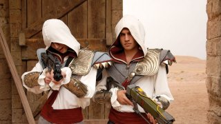 Game Therapy: Favij e Federico Clapis in costume da Assassin's Creed nel film