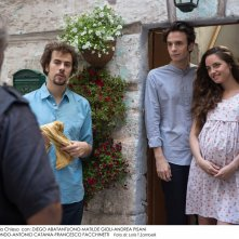 Belli di papà: Diego Abatantuono (di spalle), Matilde Gioli,  Andrea Pisani e Francesco Di Raimondo in un'immagine del film