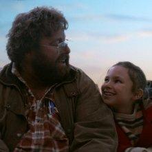Giotto, l'amico dei pinguini: Coco Jack Gillies e Shane Jacobson sorridenti in un'immagine del film