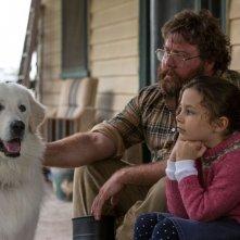 Giotto, l'amico dei pinguini: Coco Jack Gillies e Shane Jacobson con il cane Giotto in una scena del film