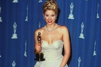 Mira Sorvino con l'Oscar vinto per La dea dell'amore