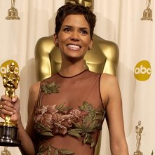 Halle Berry con l'Oscar vinto per Monster's Ball