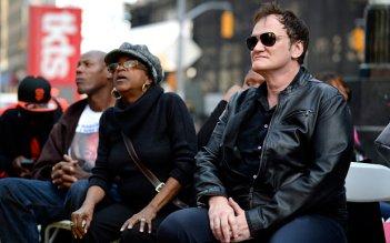 Quentin Tarantino alla manifestazione di New York per chiedere la riforma della giustizia e dei corpi di polizia