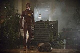 The Flash: l'attore Grant Gustin in un'immagine di Flash of Two Worlds