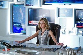 Supergirl: l'attrice Calista Flockhart in una scena del pilot