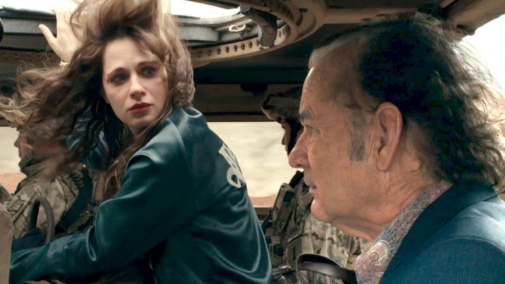 Rock the Kasbah: Bill Murray e Zooey Deschanel in una scena del film
