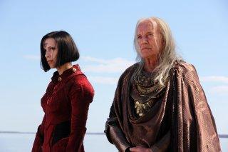 Garm Wars: L'ultimo druido, Mélanie St-Pierre e Lance Henriksen in una scena del film