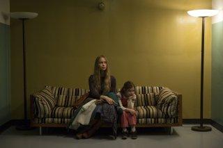 Steve Jobs: Katherine Waterston e Makenzie Moss in una scena del film