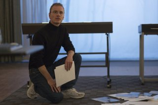 Steve Jobs: Michael Fassbender in una scena del film