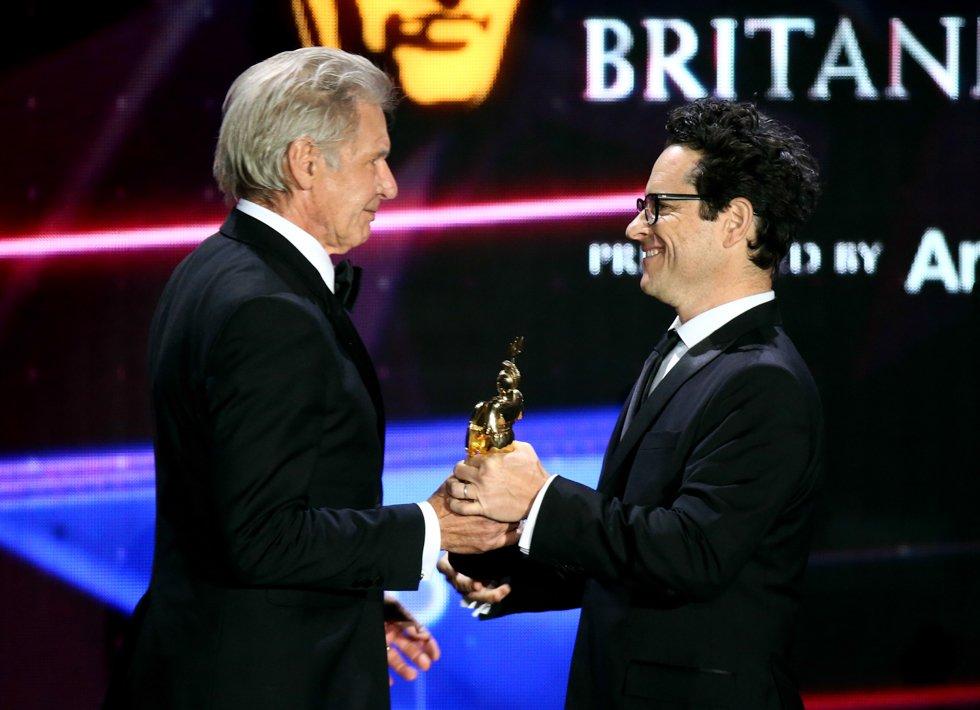 Britannia Awards 2015: Harrison Ford premiato dal regista J.J. Abrams