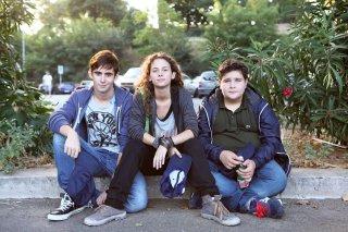 Né Giulietta né Romeo: Andrea Amato insieme ad altri due giovani protagonisti del film in una foto promozionale