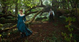 Miss Julie: Jessica Chastain e, sullo sfondo, Colin Farrell in un'immagine del film