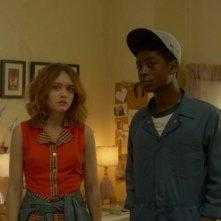 Quel fantastico peggior anno della mia vita: RJ Cyler e Olivia Cooke in una scena del film