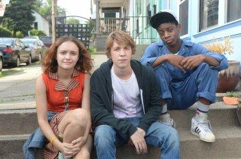 Quel fantastico peggior anno della mia vita: Olivia Cooke, Thomas Mann e RJ Cyler in un'immagine promozionale del film