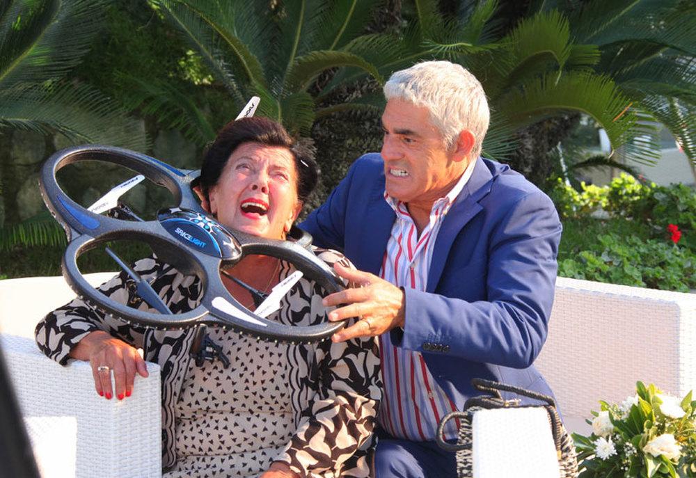 Matrimonio al Sud: Biagio Izzo e Maria Del Monte in una scena del film
