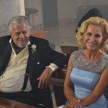 Matrimonio al Sud: Ugo Conti con un'altra attrice in una scena del film