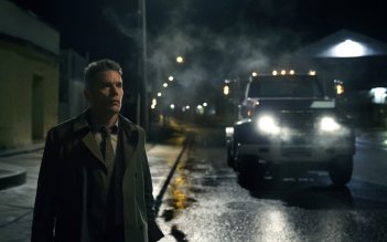 Regression: Ethan Hawke in una scena notturna del film
