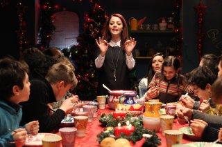 Babbo Natale non viene da Nord: Annalisa Scarrone a tavola per Natale in una scena del film