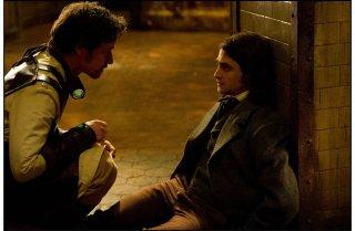 Victor - La storia segreta del Dott. Frankenstein: James McAvoy e Daniel Radcliffe in una scena tratta dal film