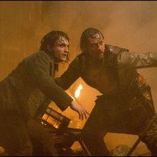 Victor - La storia segreta del Dott. Frankenstein: Daniel Radcliffe e James McAvoy in una scena del film