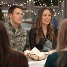Natale all'improvviso: Olivia Wilde e Jake Lacy in una scena del film