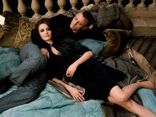 Eva Green e Daniel Craig in una immagine promo di Casino Royale