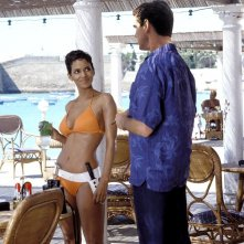 Halle Berry con Pierce Brosnan in Die Another Day