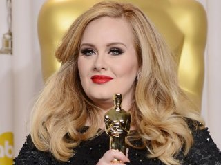 Skyfall: Adele stringe l'Oscar per la sua Bond Song