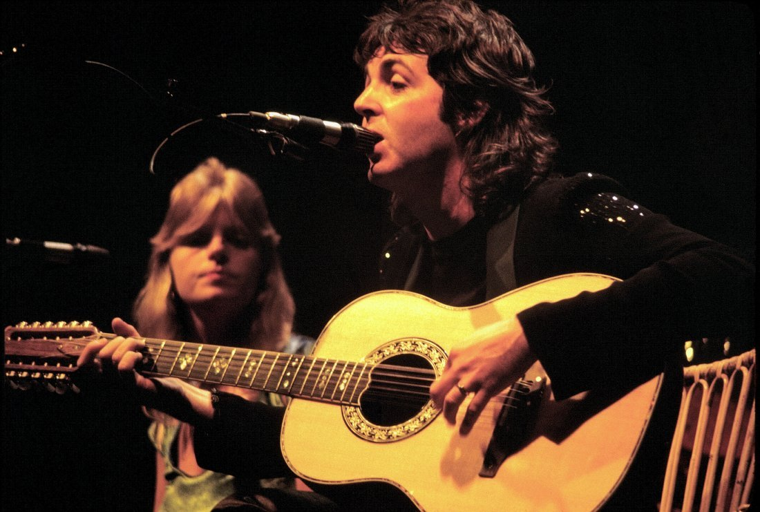 Paul Mccartney With Linda Mccartney   Wings   1976
