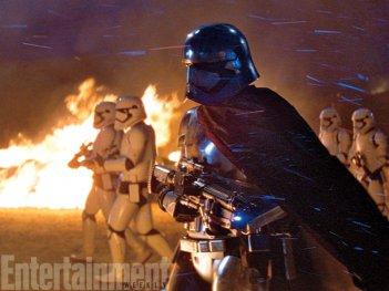 Star Wars: Il Risveglio della Forza - Gwendoline Christie in una scena d'azione